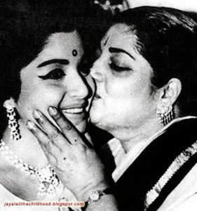 jayalalitha-kissed-by-her-mother